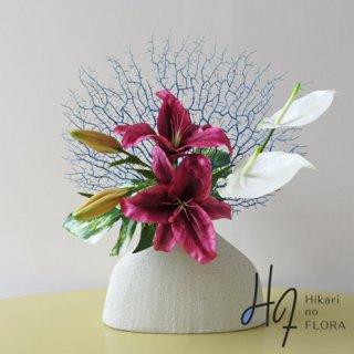 高級造花アレンジメント【プロント】国内最高級カサブランカを使ったアート的なアレンジメントです。