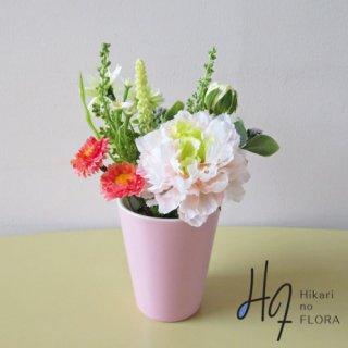高級造花アレンジメント【フロル】ふわふわラナンキュラスの可愛くて、小さなアレンジメントです。