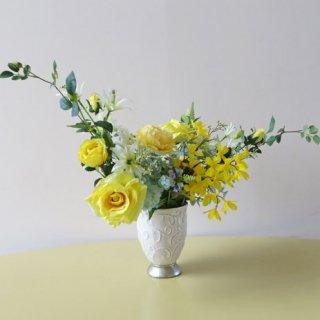 高級造花アレンジメント【オーデム】横長の素敵な、縁起が良いとされるイエロー色の高級造花アレンジメントです。