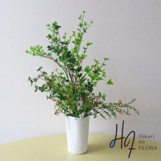 高級造花アレンジメント【パハロ】ズバッと枝ものを入れ込んだ、インテリア館のあるアレンジメントです。