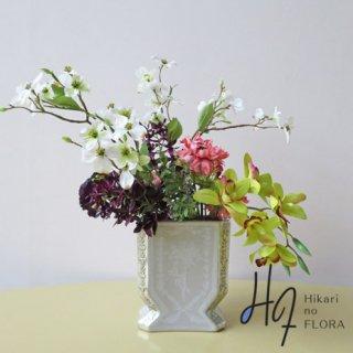 光触媒高級造花アレンジメント【エクール】シンビジウムとオシャレなラナンキュラスの高級造花アレンジメントです。