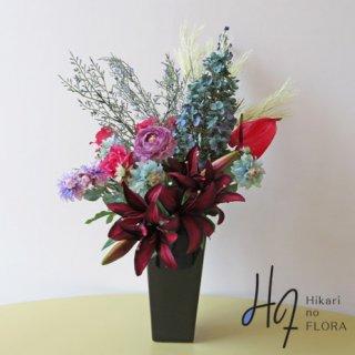 高級造花アレンジメント【ケイトリン】重厚感とエレガント。お花たちが競うように咲き誇ります。高級造花の世界をどうぞ。