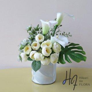 造花アレンジメント【f1388】鈴なりのバラとカラーのアレンジメント。