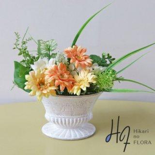 造花アレンジメント【f1390】ガーベラの魅力って、可憐さ、可愛いさですよね。小さなアレンジメントです。