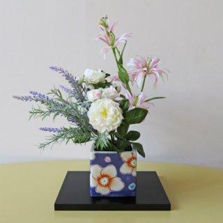 九谷焼&高級造花【花舞・紫】九谷焼人気窯元・虚空蔵窯の花器に自然な趣をもって、アレンジしました。