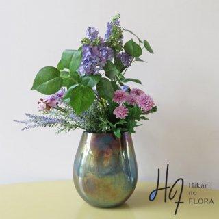 高級造花アレンジメント【ライラック】国内トップクラスの高級ライラックを使用した、素敵なアレンジメントです。