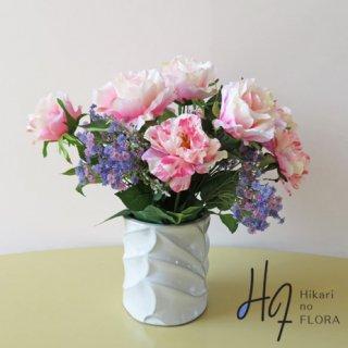 高級造花アレンジメント【ラート】薔薇好きな方へ。色彩の濃淡、マーブル感が綺麗なバラです。