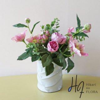 高級造花アレンジメント【チチェク】薔薇のアレンジメントです。お庭の薔薇を入れ込んだような、ナチュラル感いっぱいのアレンジメントです。