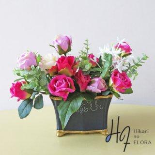 高級造花アレンジメント【プレリ】小さいながら咲き誇るローズのアレンジメントです。