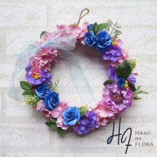 光触媒加工・壁掛けリース【wreath267】7種の花々とリボンのリースです。wreath(リース)は永遠と愛の象徴です。