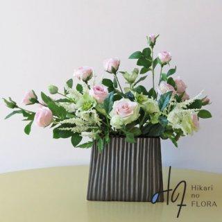高級造花アレンジメント【ベルティーナ】思いっきり薔薇の世界をデザインしました。