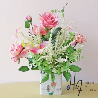 高級造花アレンジメント【カメーリア】オシャレな九谷焼の花器に、優しい色彩のバラを入れました。素敵なインテリアです。