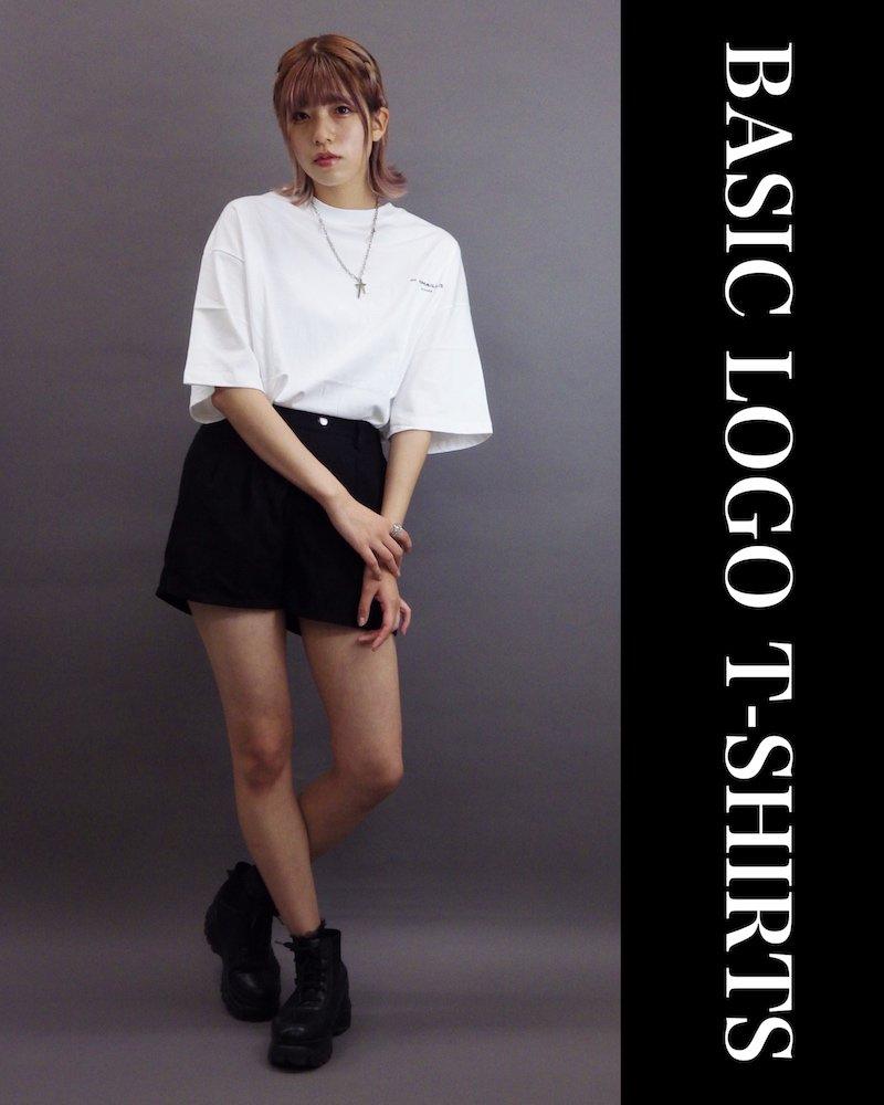 「OVERR」BASIC LOGO WHITE T-SHIRTS コーデイメージ(3)