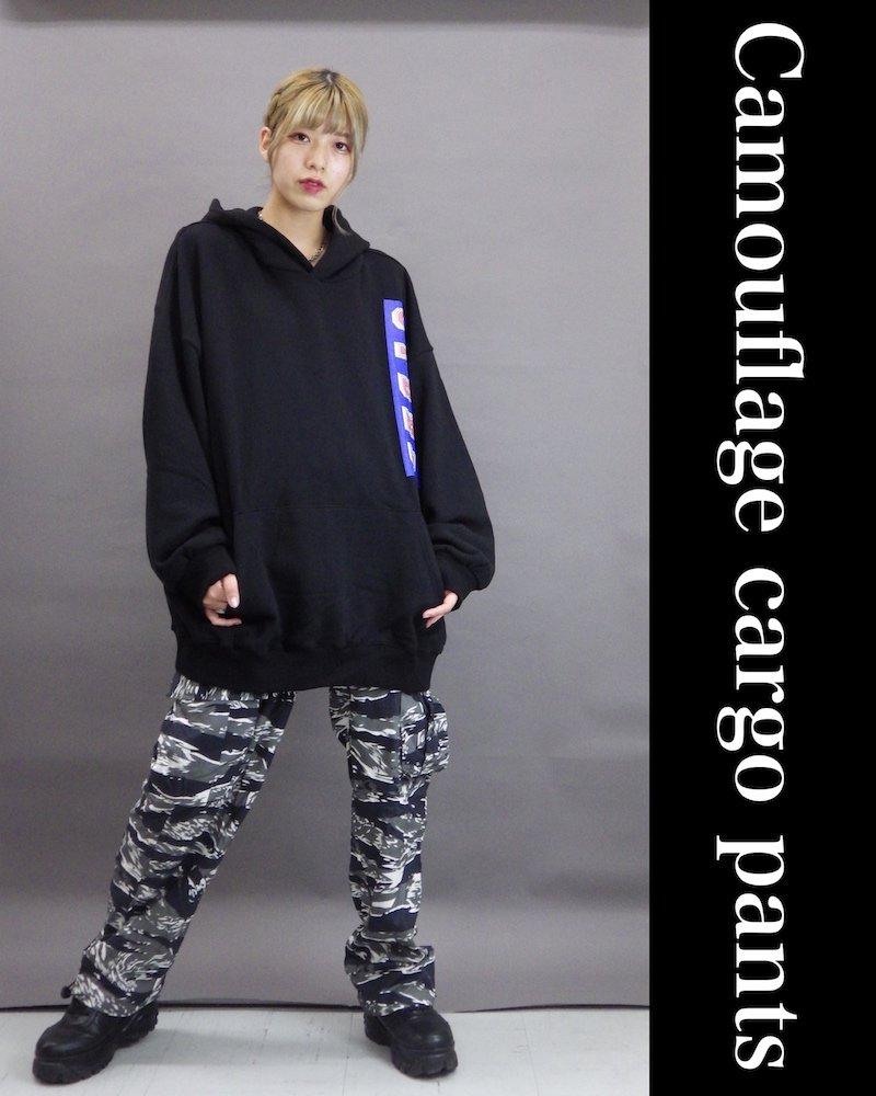 「NINE NUTS」Camouflage black cargo pants コーデイメージ(2)