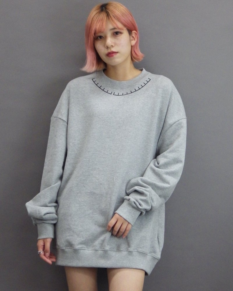 オーバーサイズ&ストリート『Re:one Online Store』「1:24」Neck print gray sweatshirt