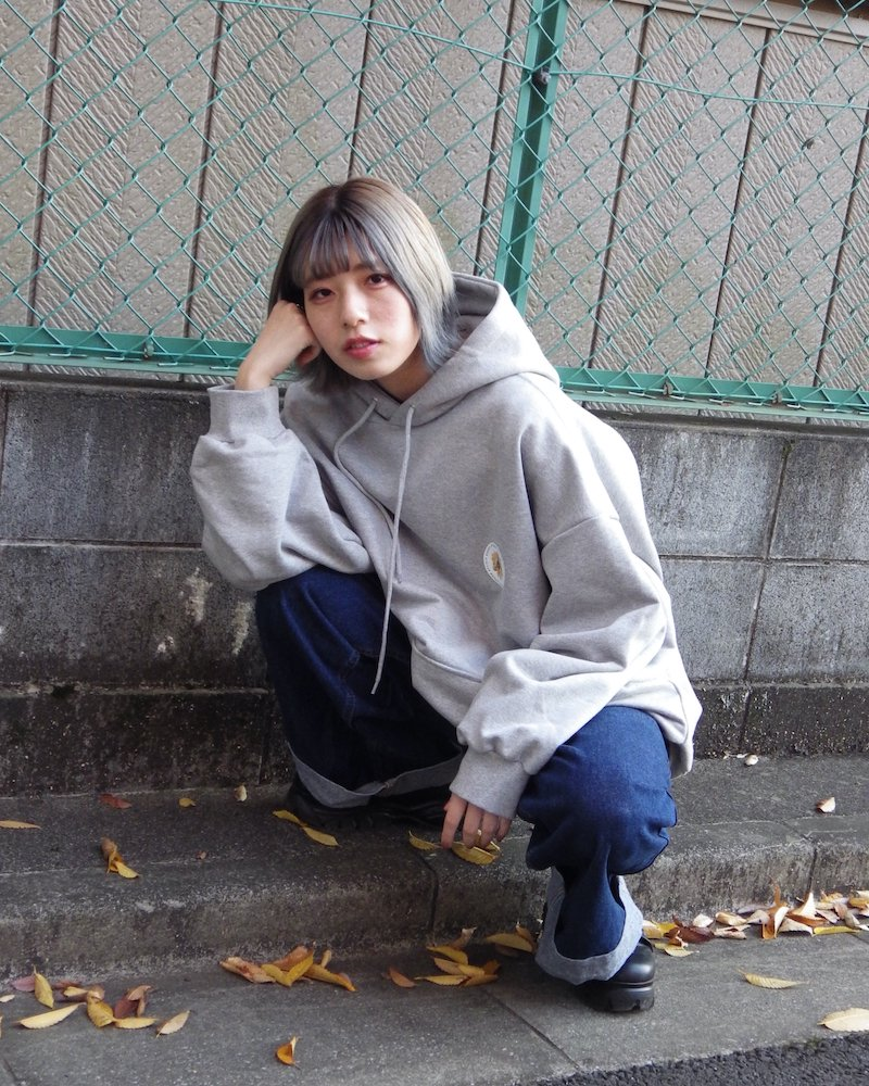 「EDDEN」Flower print over gray hoodie コーデイメージ(1)