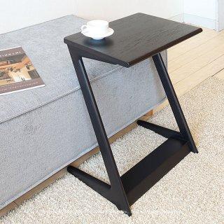 サイドテーブル 幅45cm ナラ材 ナラ無垢材 ブラウン色 ナチュラル色 ウェンジ色 3色展開 Z字型 リビングで寛ぎながらノートパソコンをしたりライフスタイルに合わせて使う