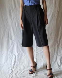 FUMIKA UCHIDA:PINSTRIPE 3 TUCK NO-BELT SHORTS