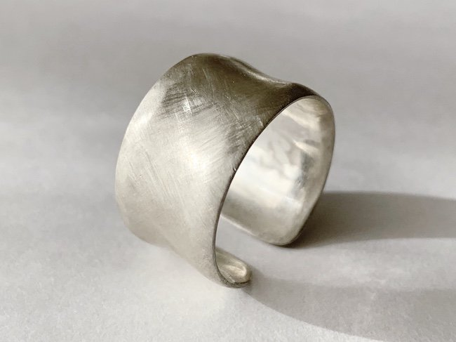 銀の大振りな指輪 / 12.0mm