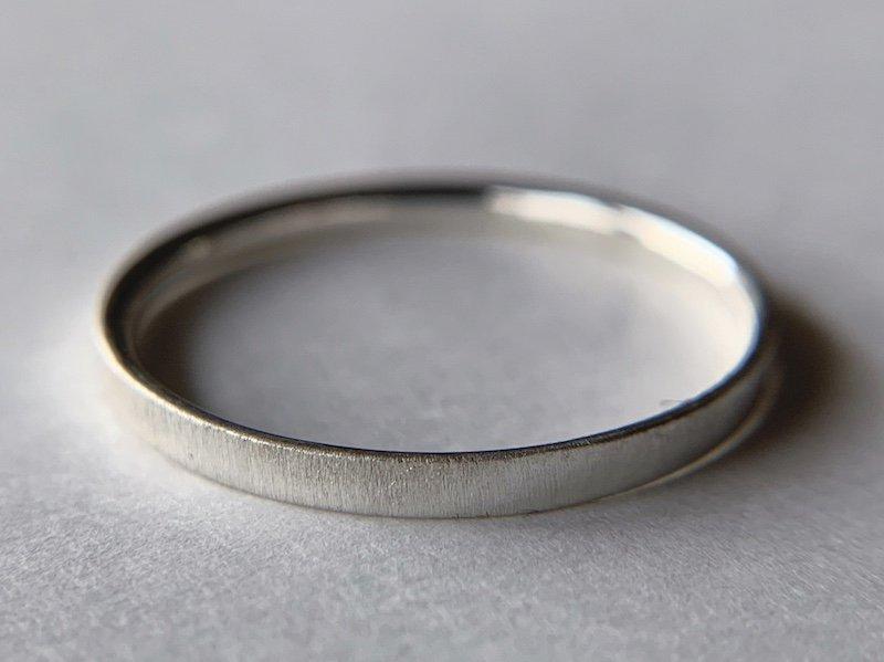 サテン仕上げの銀の指輪 / 2.0mm