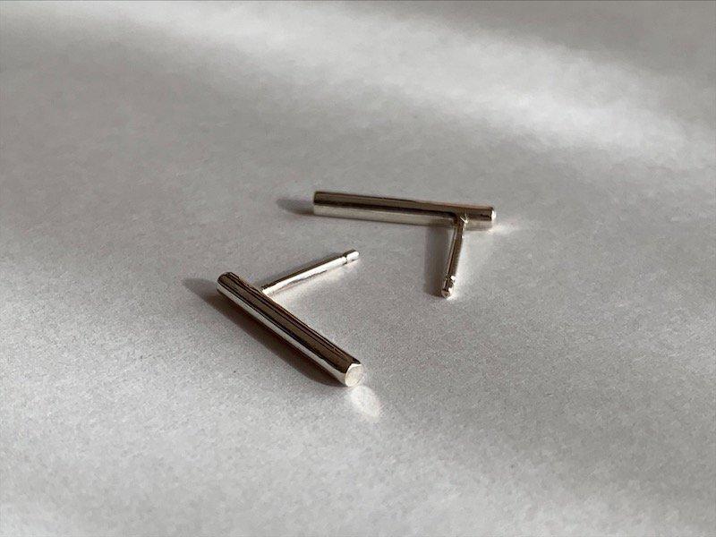 銀の棒ピアス / ペア