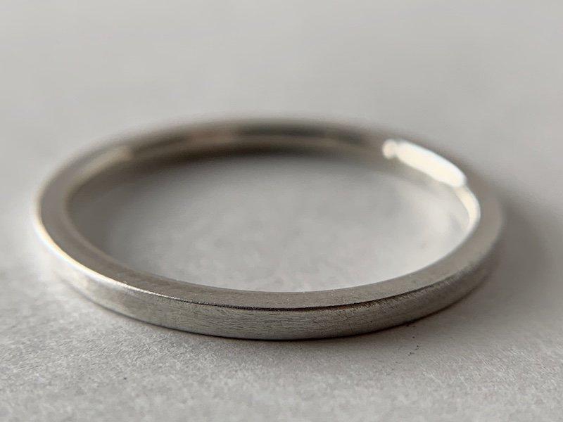 装飾のない角ばった銀の指輪 / 1.5mm