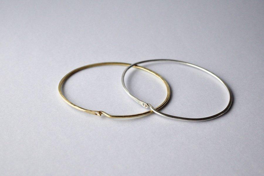 (新)槌で叩き上げた腕輪 / 真鍮・銀