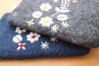 Fair Trade 羊毛フエルト(ネパール)ポーチ/お花柄2色