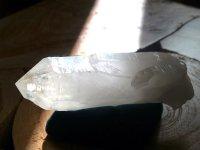 ホワイトテンプル・白い聖堂™(アーカンソー白水晶)原石225g レコードキーパー&セルフヒールド・イシス・虹入り