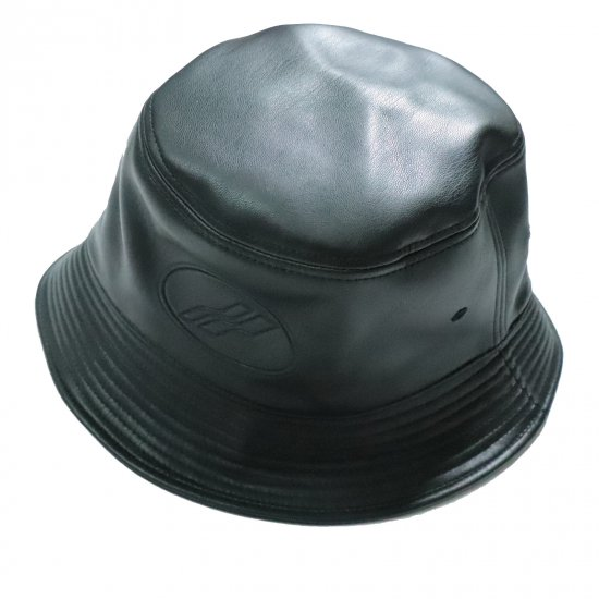 WE11DONE / BLACK FAKE LEATHER EMBOSSED LOGO BUCKET HAT