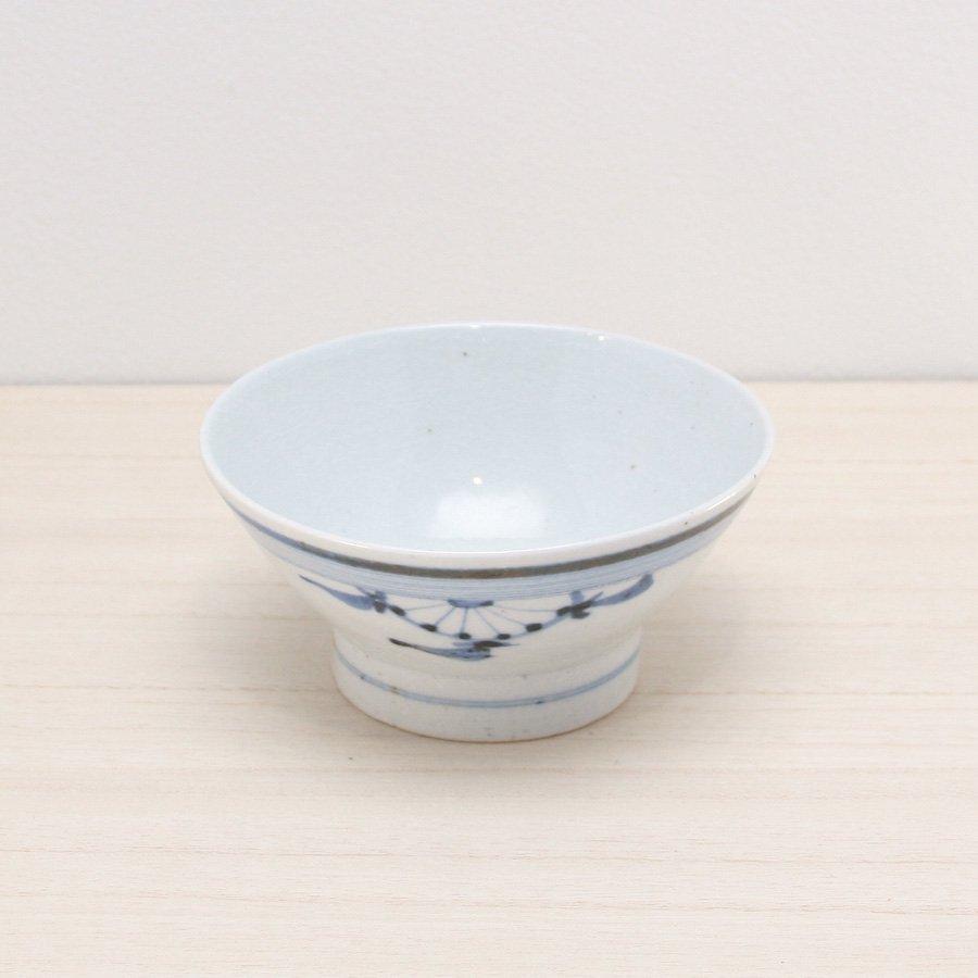 砥部焼・陶彩窯 − 染付古砥部文 茶碗 (小) 菊文