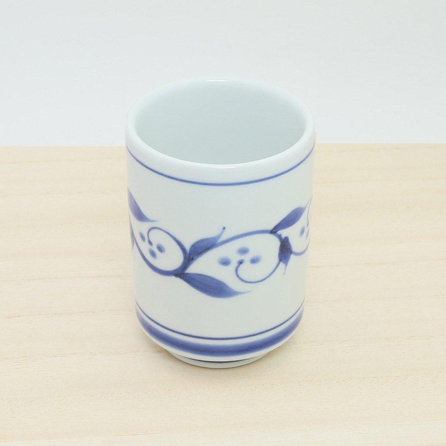 砥部焼・千山窯 − 切立湯呑(中) 三ツ紋唐草