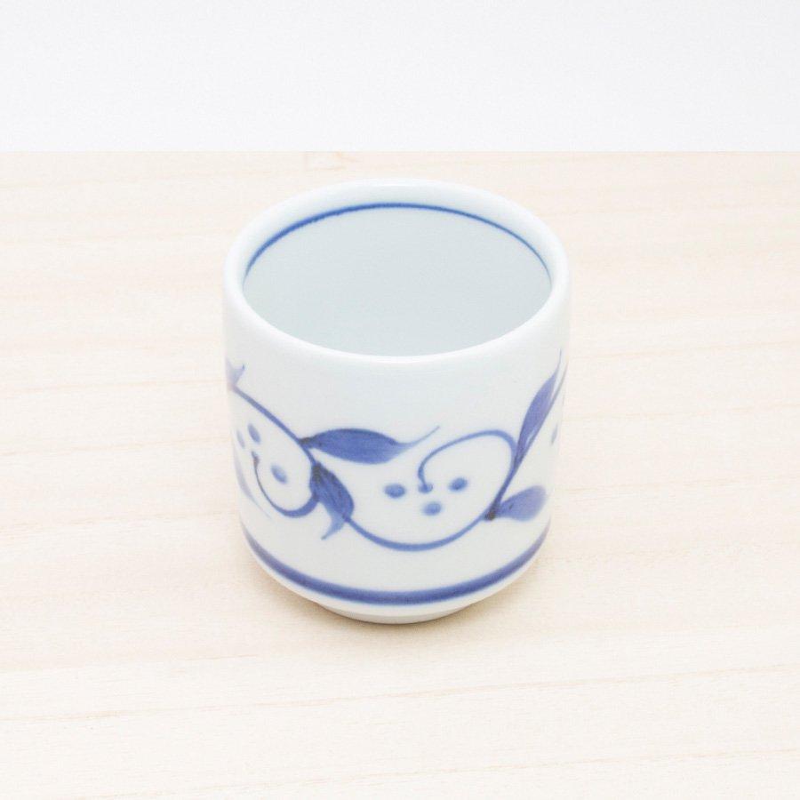 砥部焼・千山窯 − 切立湯呑(小) 三ツ紋唐草