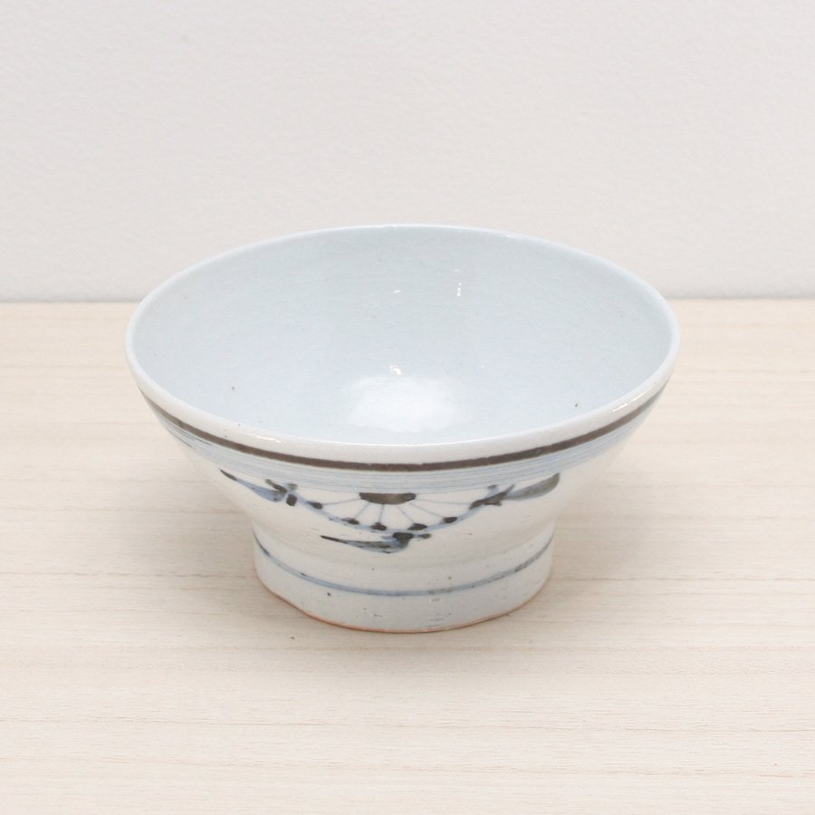 砥部焼・陶彩窯 − 染付古砥部文 茶碗 (大) 菊文