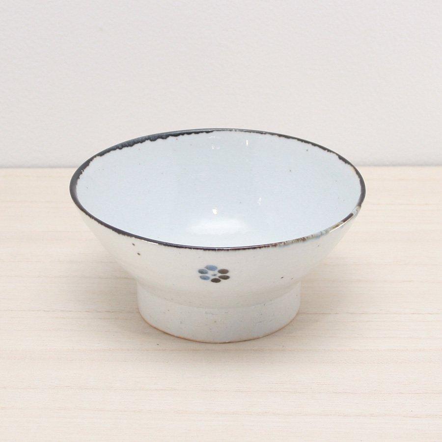 砥部焼・陶彩窯 − 染付古砥部文 茶碗 (大) 小梅文