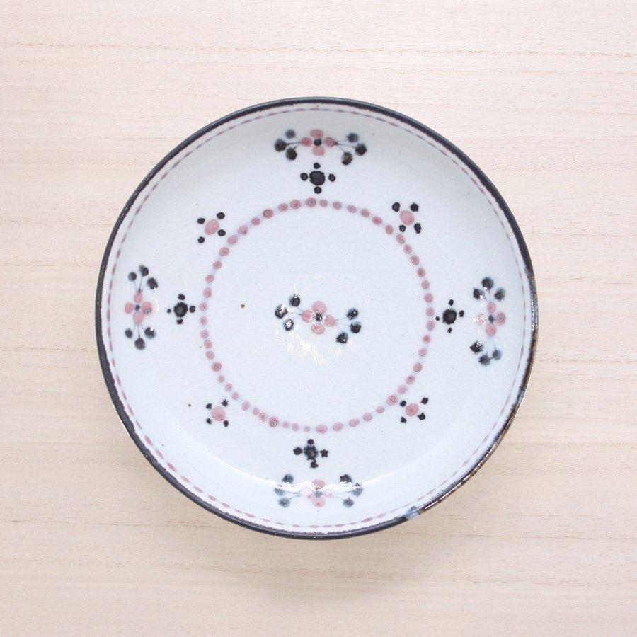 砥部焼・陶彩窯 − 染付小花文 皿 5寸 赤