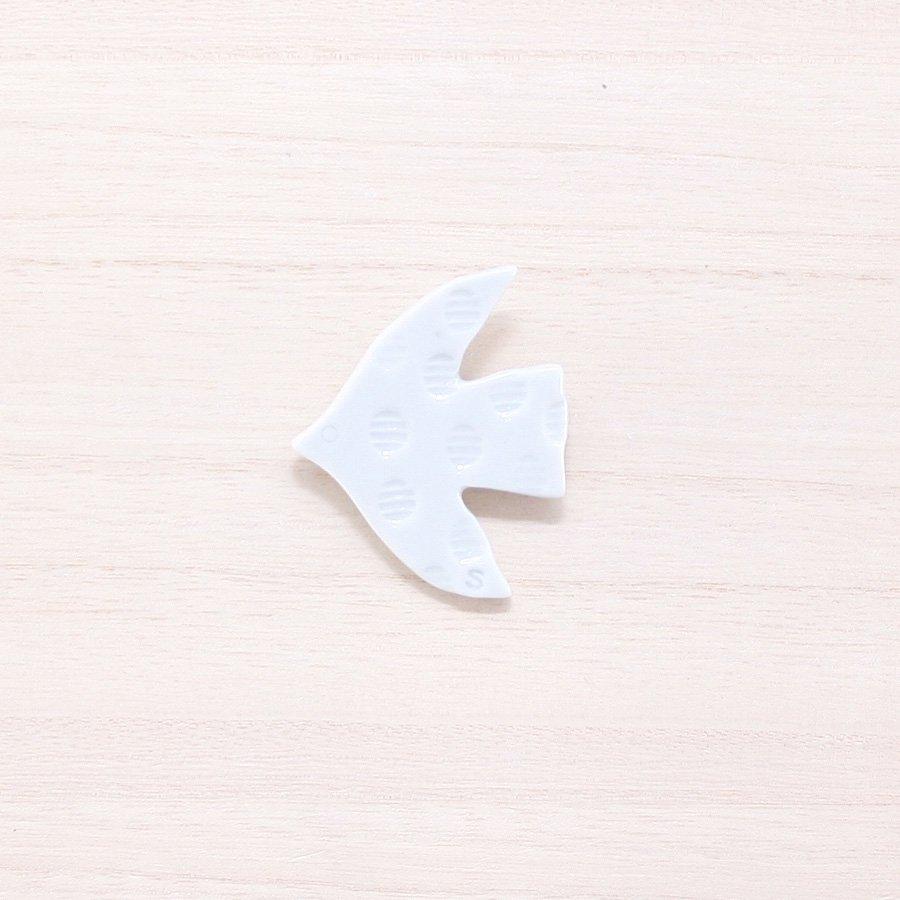 砥部焼・泰山窯 − 飛ぶ鳥ブローチ 白色(B)[泰山窯cosmic×scope×砥部焼TOBEYAコラボ商品]