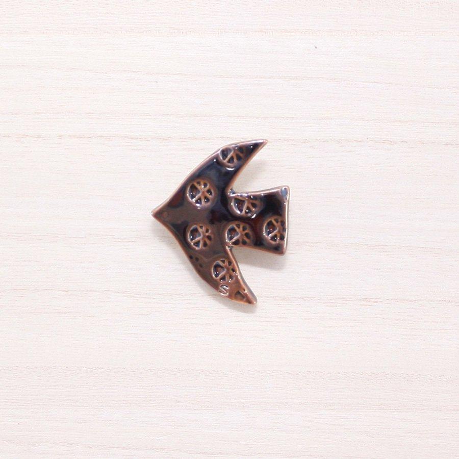 砥部焼・泰山窯 − 飛ぶ鳥ブローチ あめ色(C)[泰山窯cosmic×scope×砥部焼TOBEYAコラボ商品]