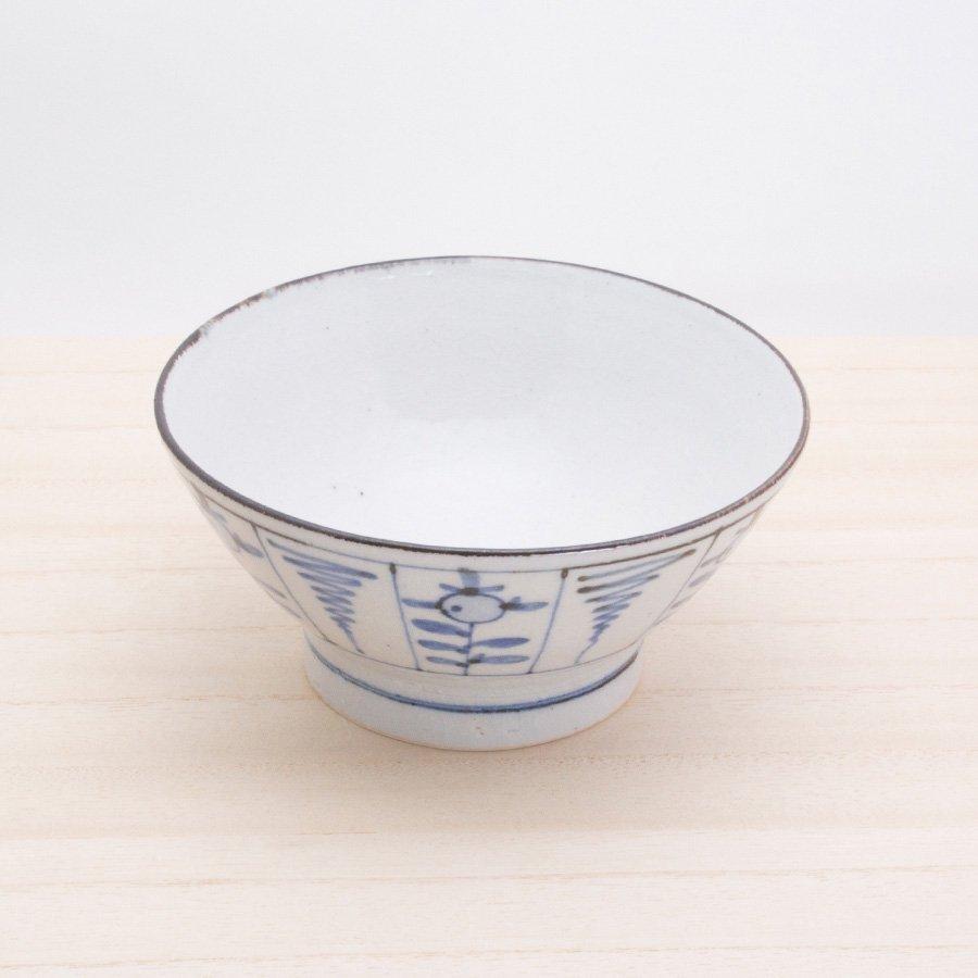 砥部焼・陶彩窯 − 染付古砥部文 茶碗 (大) なずな文