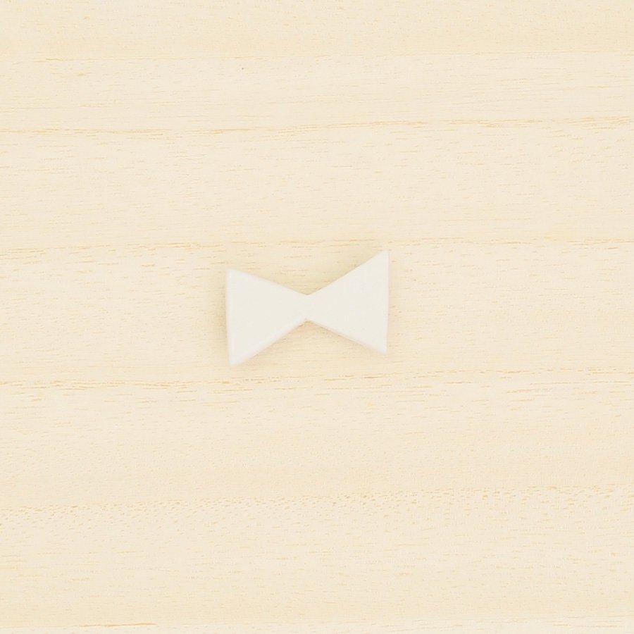 砥部焼・泰山窯 − リボンブローチ 小・白色