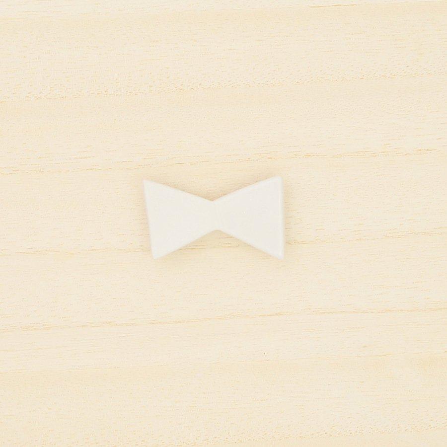 砥部焼・泰山窯 − リボンブローチ 大・白色