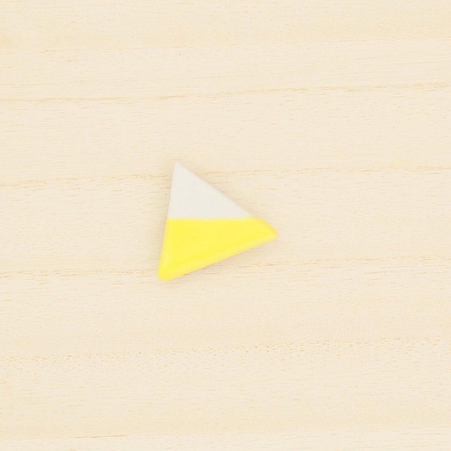 砥部焼・泰山窯 − 三角ブローチ 黄色
