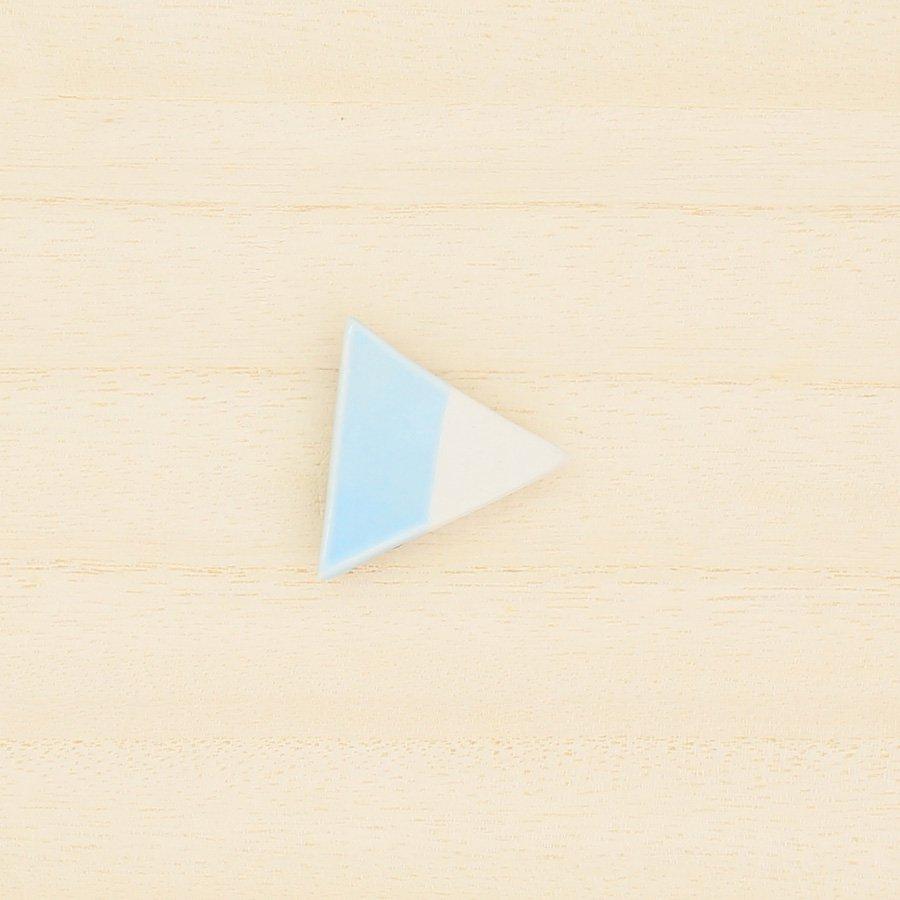 砥部焼・泰山窯 − 三角ブローチ 水色