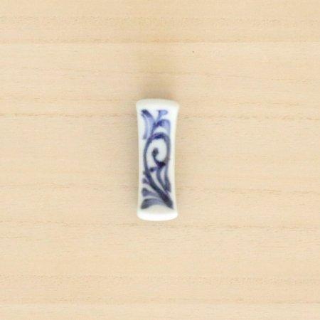 砥部焼・梅山窯 − 枕型箸置き 唐草