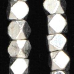 メタルカットビーズ ホワイトシルバー3x3