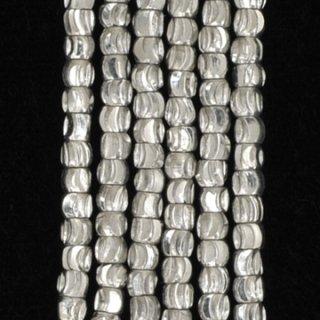 シルバープレーテドメタルファセッテドクレセントビーズ2-2.5mm