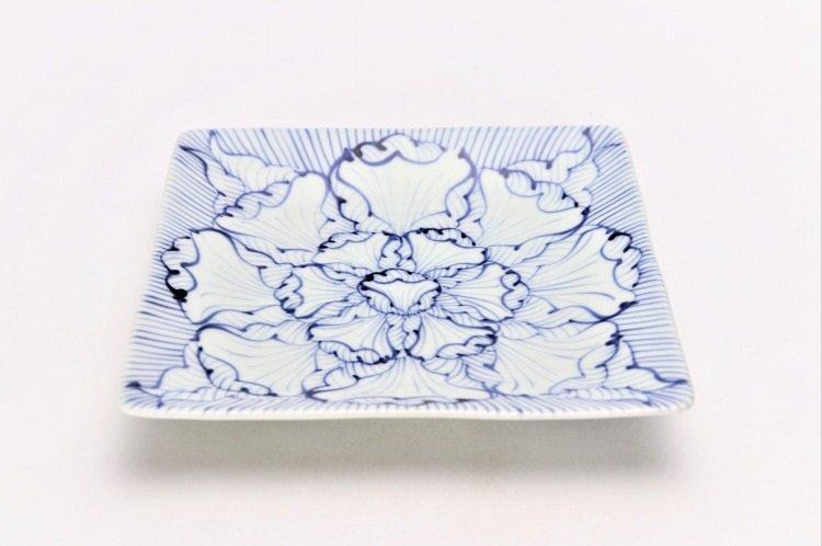 染付花弁紋 正角皿 画像メイン
