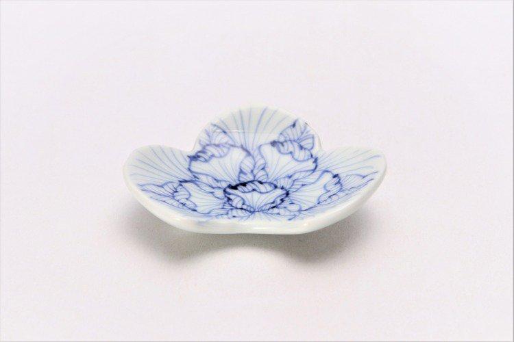 そうた窯 染付花弁紋 松型箸置き 画像メイン