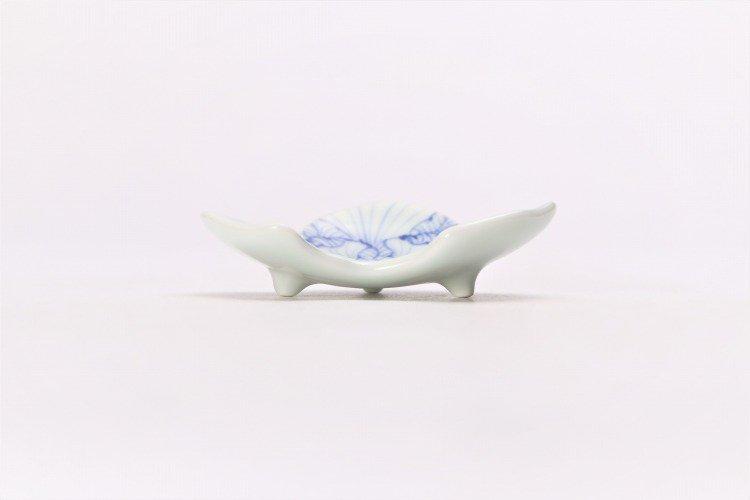 そうた窯 染付花弁紋 松型箸置き 画像サブ1