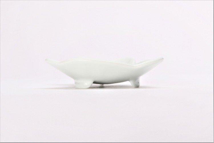 伝平窯 白マット紅耳(赤目) うさぎ型銘々皿 画像サブ1